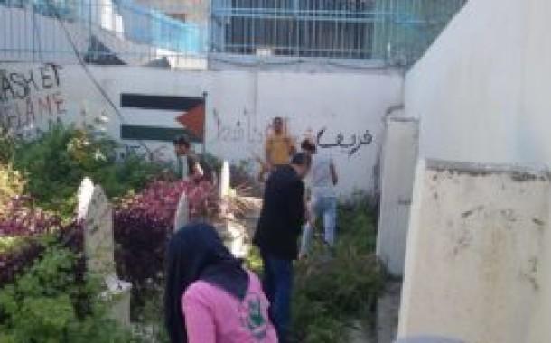 ناشط تواصل حملتها التطوعية في تنظيف مقبرة شهداء 23 نيسان