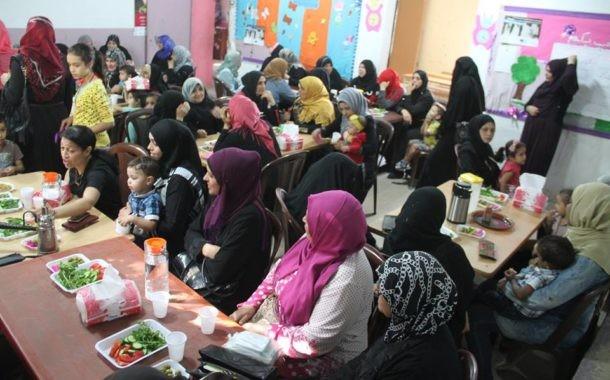 ناشط تنظم إفطارا للأهالي المنتسبين في النادي